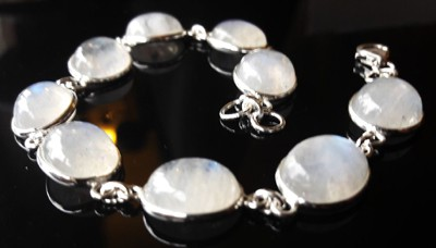 Oval-Stones-Moonstone-Bracelet_2[1]