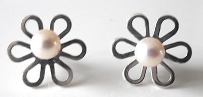 Pearl-Flower-Studs[1]