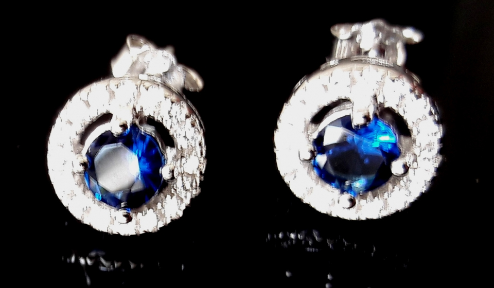 Very pretty silver stud earrings