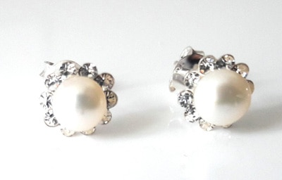 White-Pearl-and-CZ-Studs_1[1]