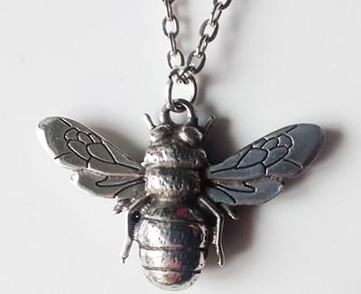 bee-pendant