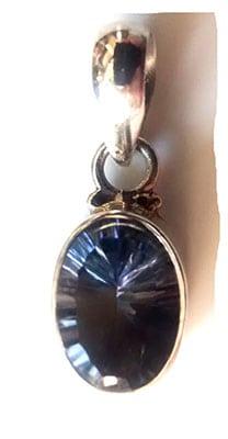 blue-topaz-pendant