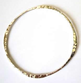 hammeerd-shaped-bangle