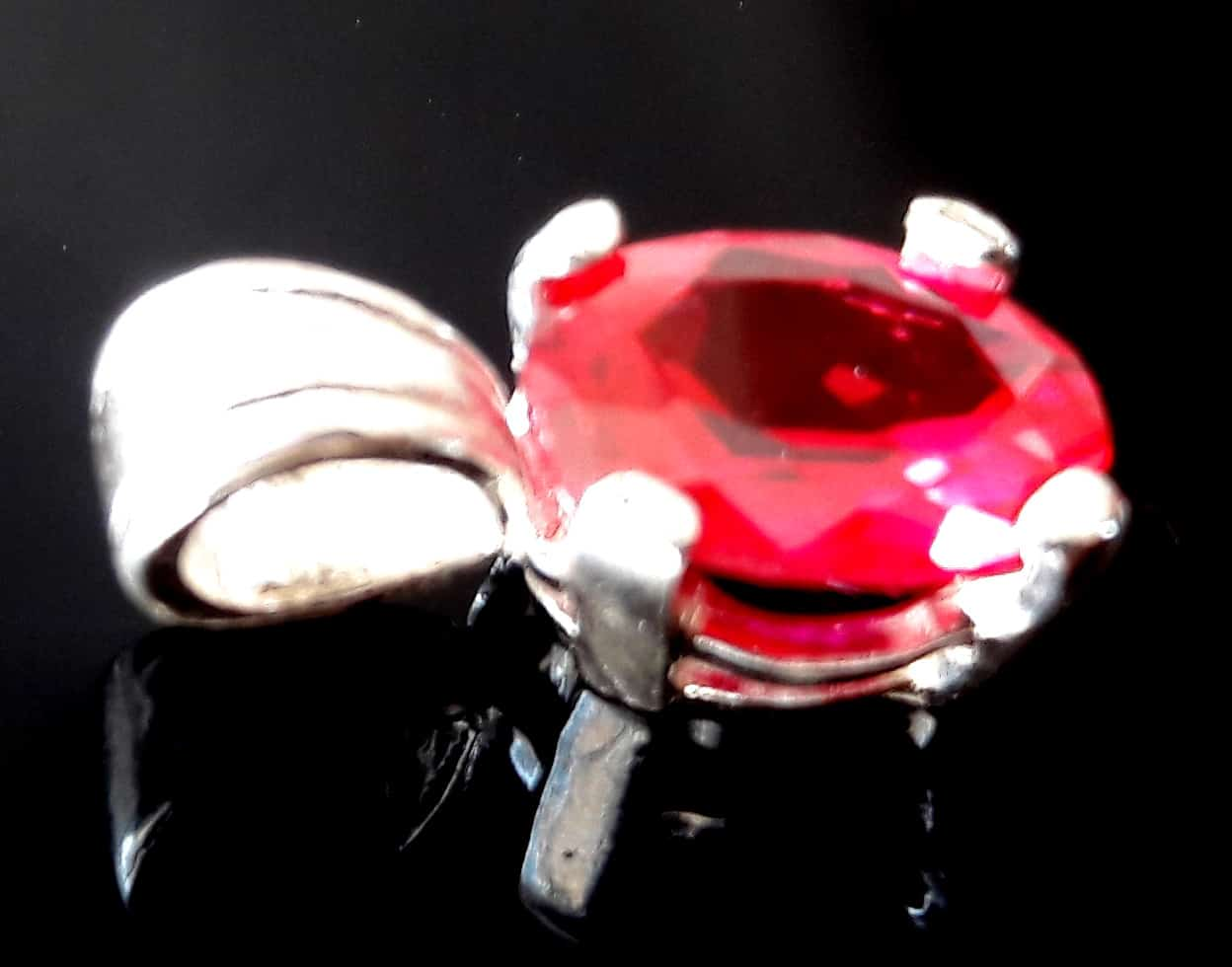 non split claw ruby pendant