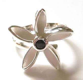 sapphire-flower-ring