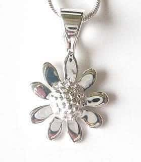 silver-plated-daisy-pendant