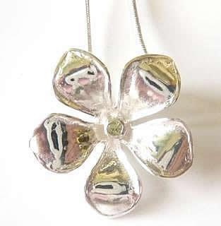 silver-plated-peridot-frangipani-pendant