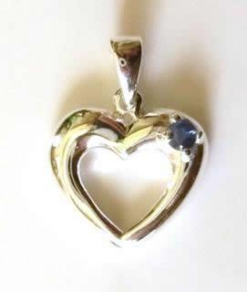 smalllabsapphireheartpendant[1]