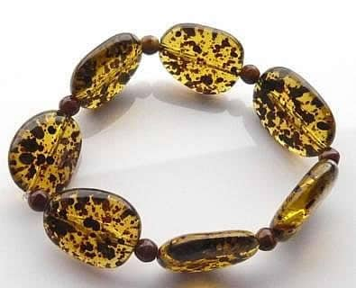 spotty-acrylic-bead-bracelet