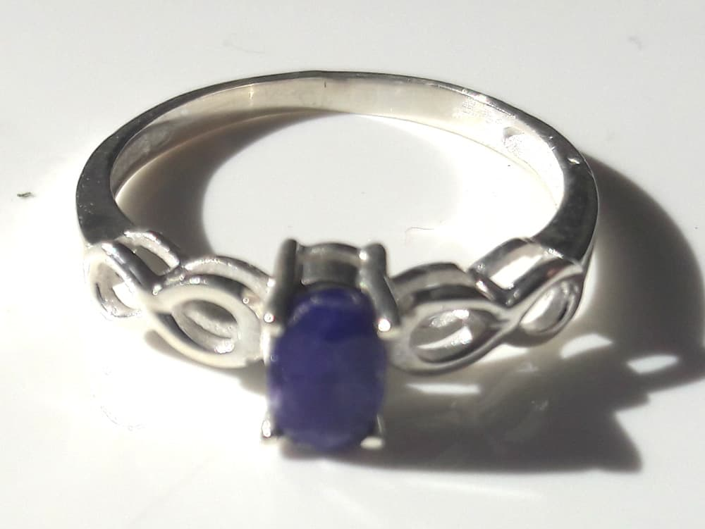 Sapphire 8 shoulder ring 2