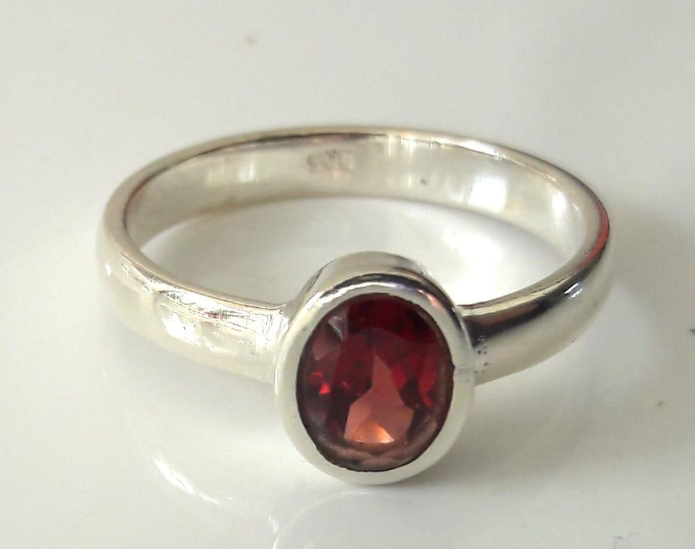 Simple garnet ring 1