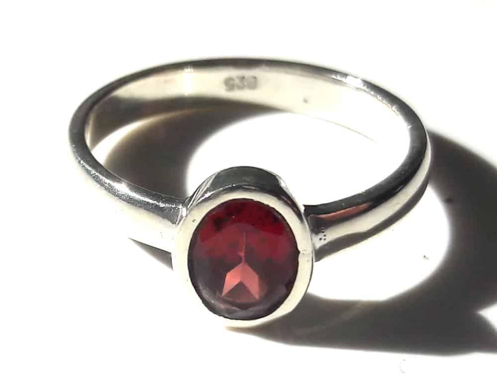 Simple garnet ring